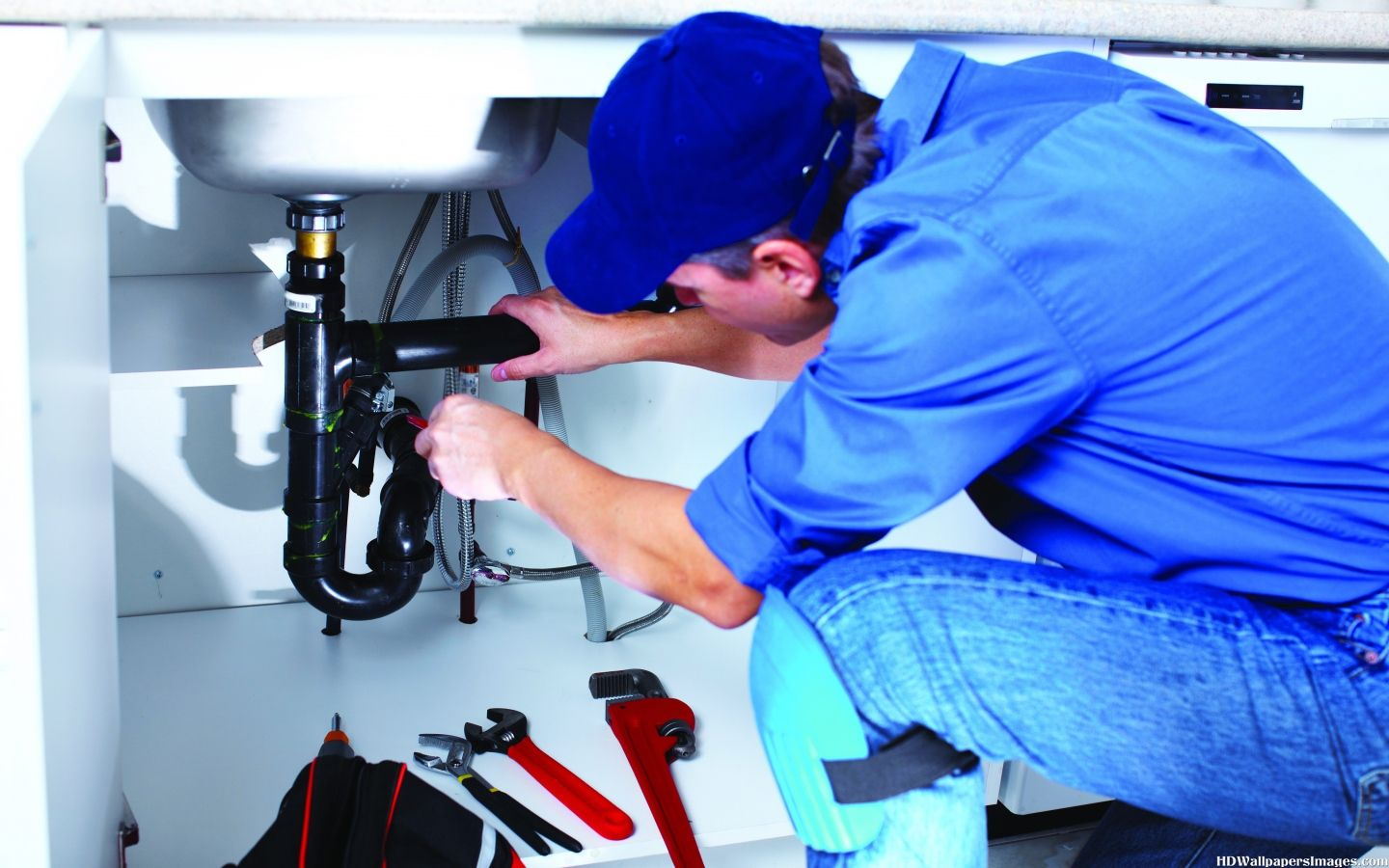 Plumber-At-Work-With-Tools-Images